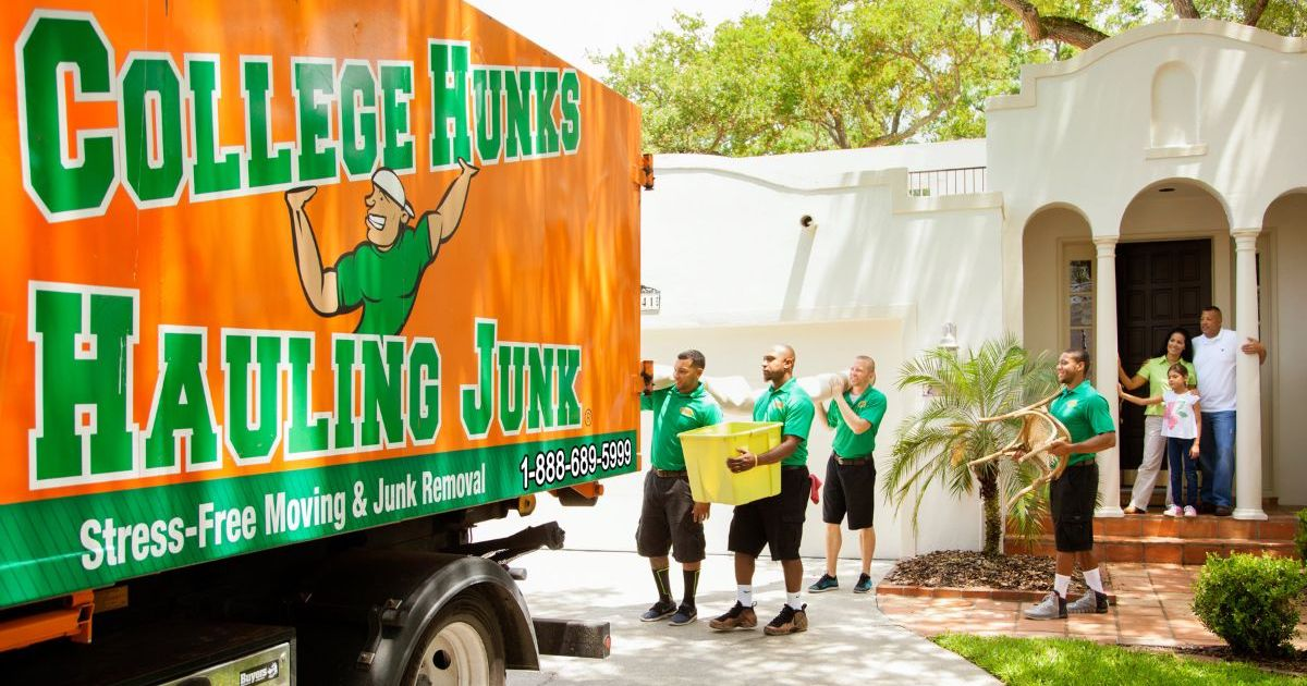 College Hunks Hauling Junk Franchise Closes a Deal with an IFPG Consultant!