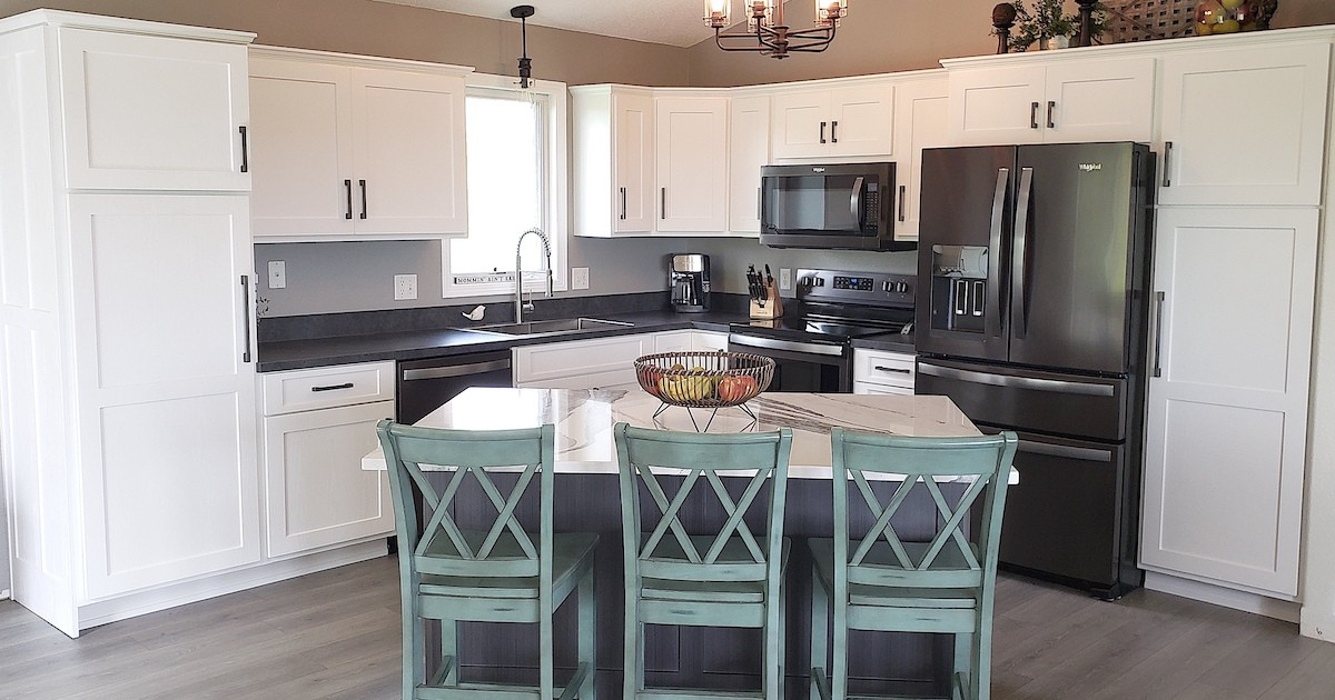 Kitchen Refresh Closes a Deal in Colorado!